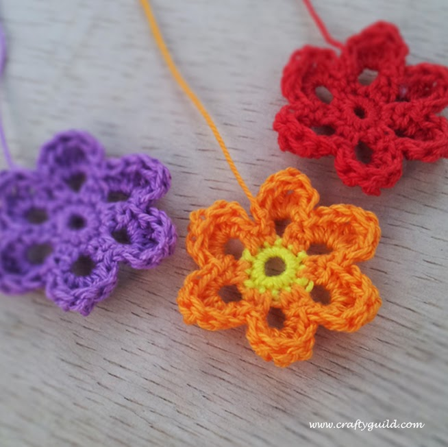 Simple Crochet Flower Free Pattern : Cute Crochet Flowers - Crafty Guild