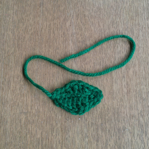 apple amigurumi leaves