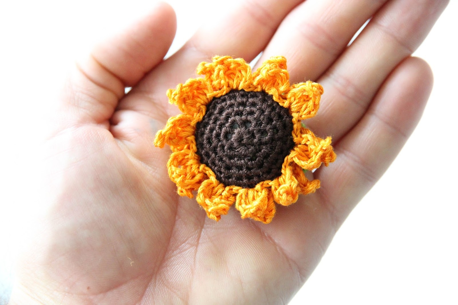 Fun Summer Sunflower Coasters (Free Crochet Pattern) - Hooked On ... | 1066x1600